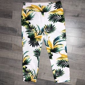 Chicos So Slimming White Tropical Cropped Pants 00